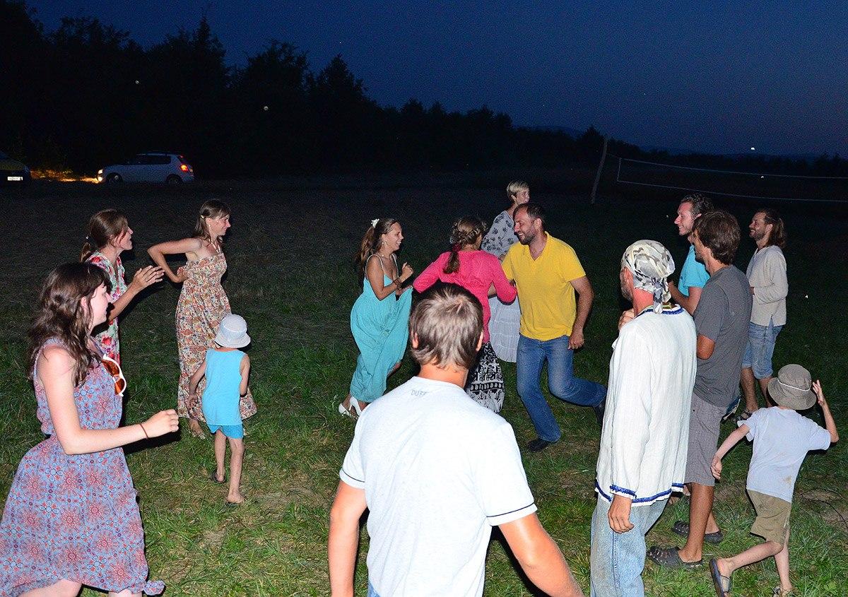 Танцы в поселении родовых поместий