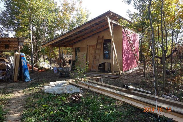 Каркасный дом с навесом готов к проживанию