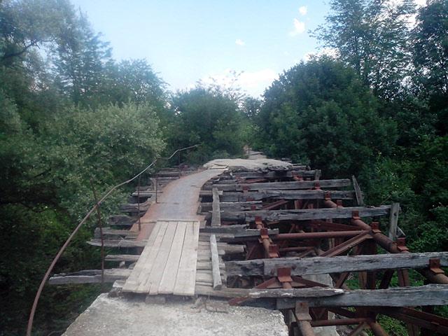 Старый мост через р. Шебш в районе станицы Новодмитриевской.