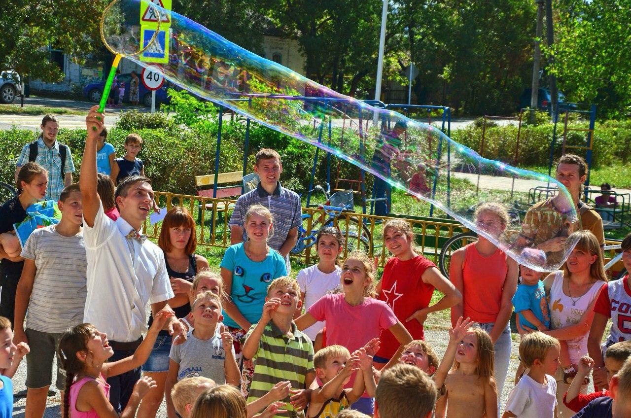 Замечательным финалом праздника было Шоу Мыльных Пузырей от Кирилла Герасимчука-Карпова.